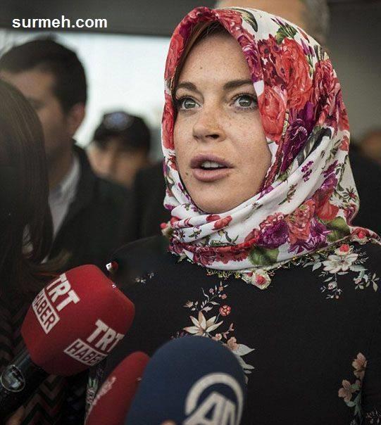 برداشتن روسری بازیگر معروف در فرودگاه + عکس